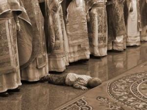 детето спи в храма