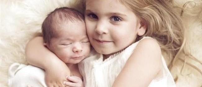little-girl-saves-brother-from-death-artnaz-com-650x280