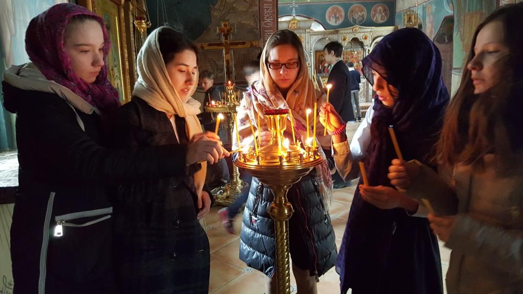fete-biserica-lumanari