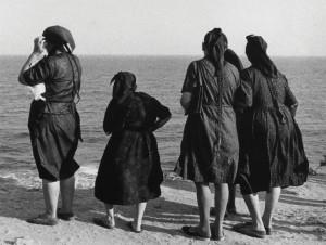 жени_виждат_за_първи_път_морето_несебър