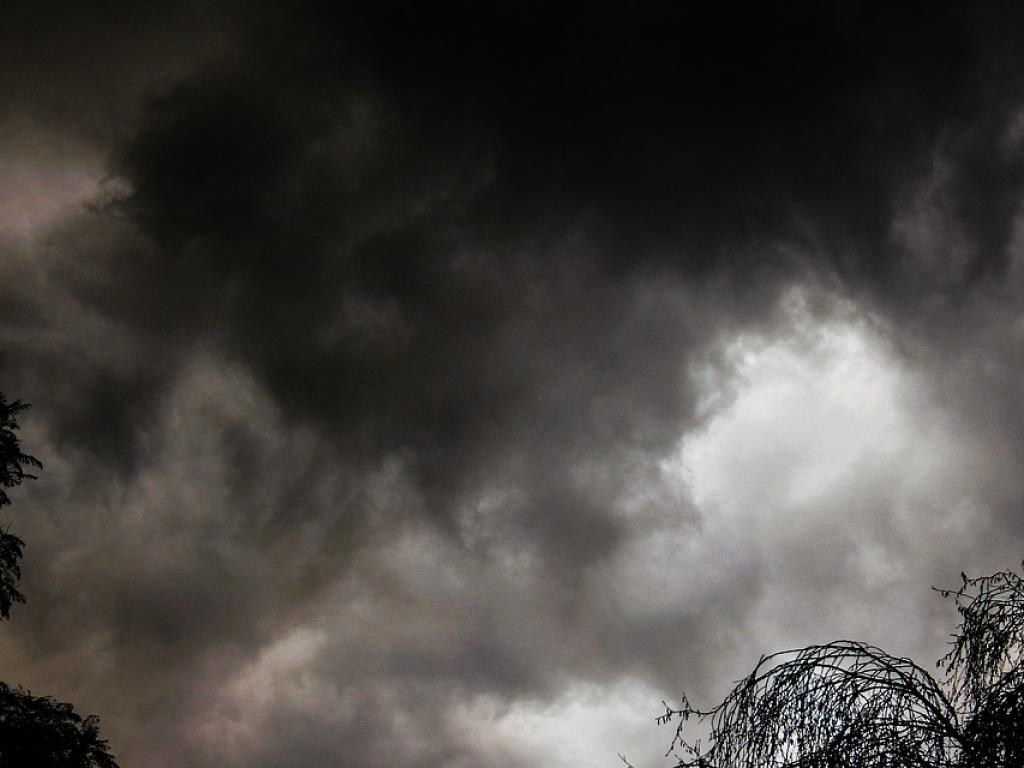 1024-768-buria-oblaci